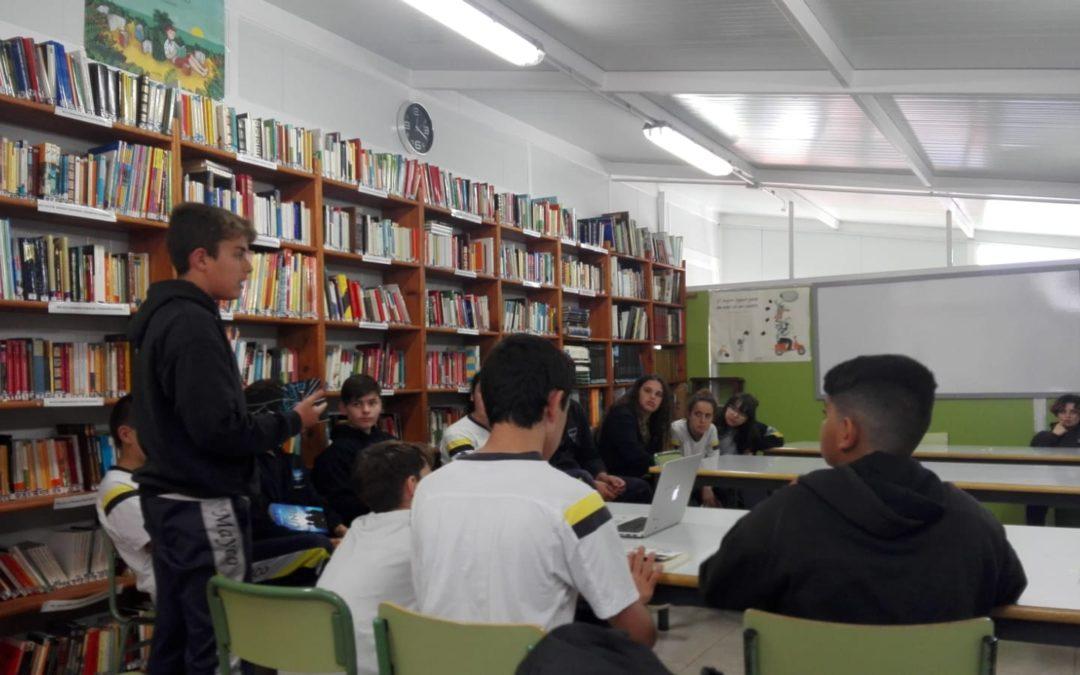 Lectura en la biblioteca. Día del Libro